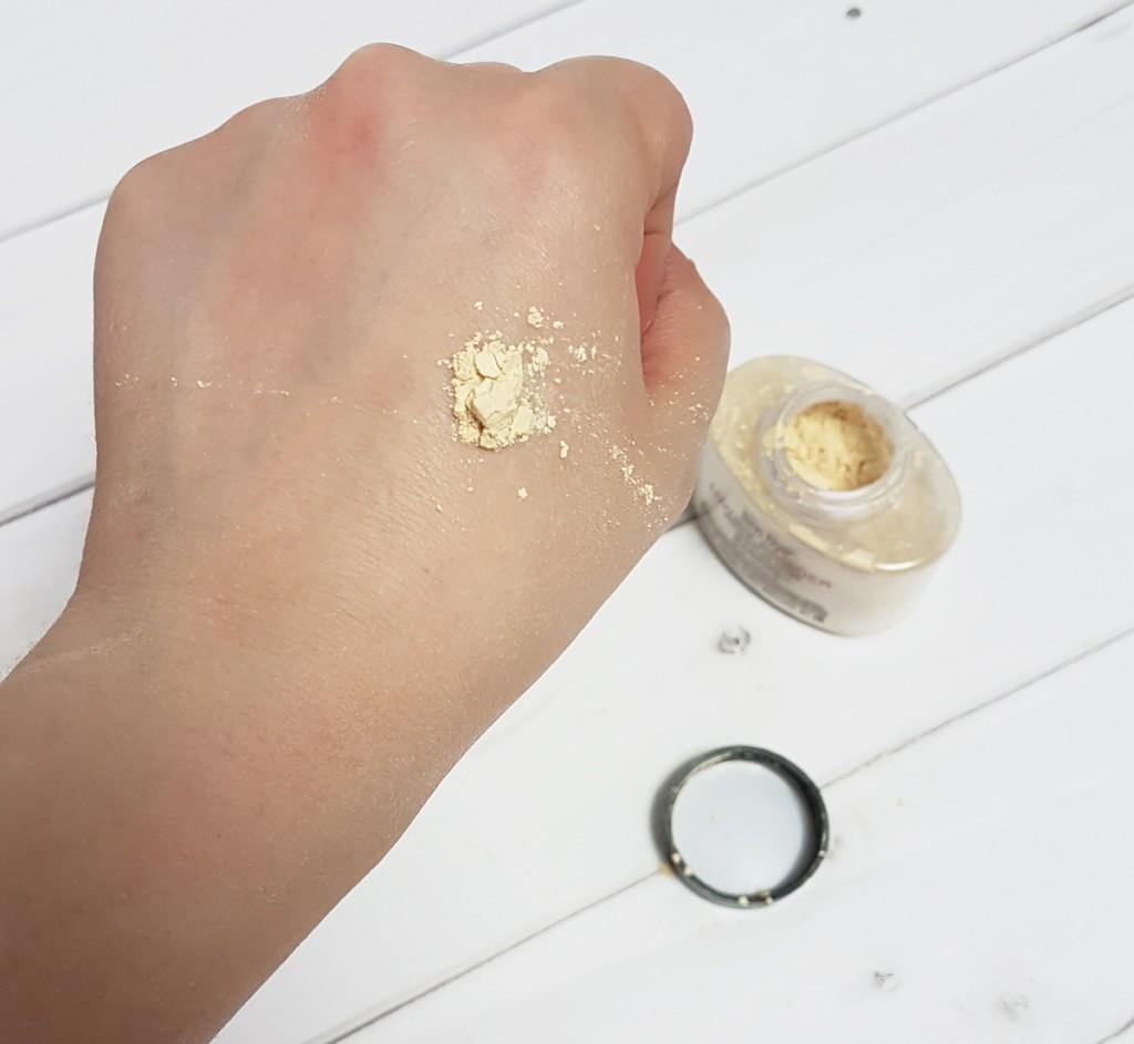 Рассыпчатая пудра для закрепления макияжа Ben Nye Luxury Powder