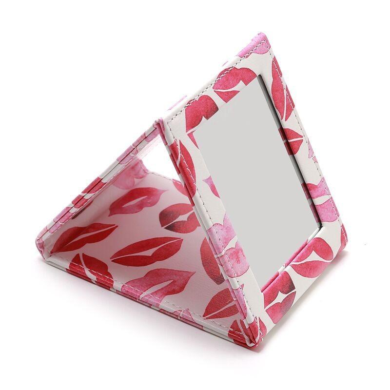 Складное мягкое зеркало из экокожи KISS ME, 9*11,5 см.